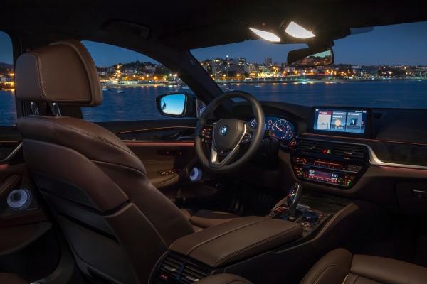 BMW 530d xDrive Innenraum und Lenkrad